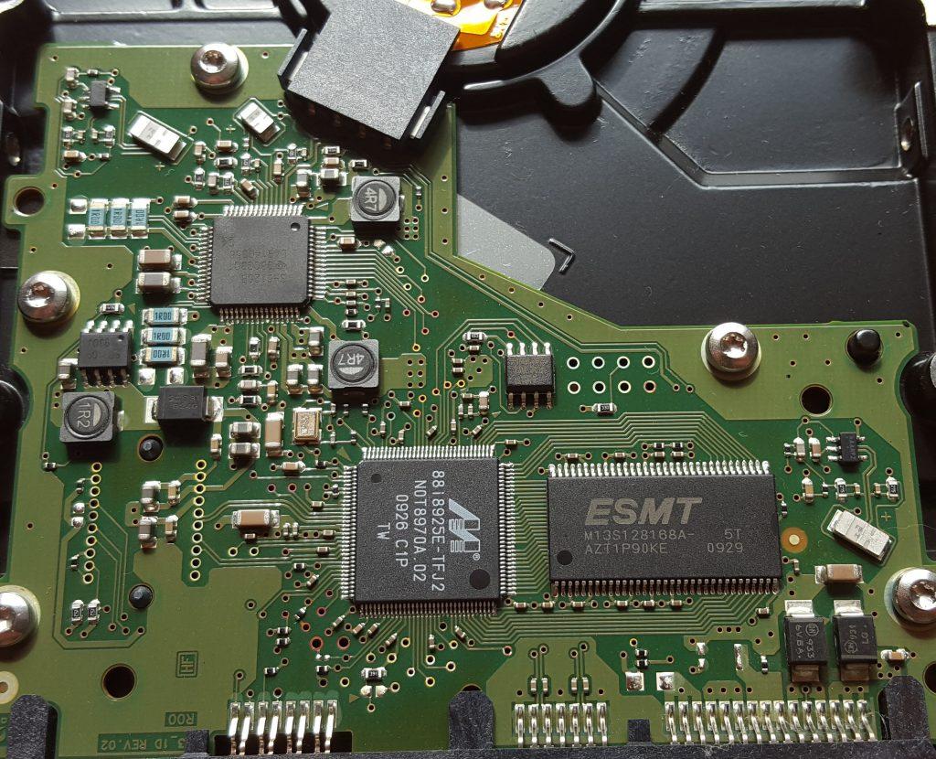 Platine der doppelt so alten Samsung Festplatte HD502HJ ist bis heute ohne sichtbare Mängel